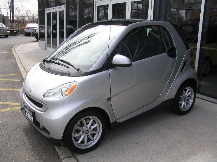 So I Like Quirky Little Cars And Wanted Fuel Economy The Smart Had Just Hit Us Ss Brought Home A Nice Silver Car
